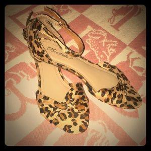 ❗️PRICE DROP❗️Breckelle's Leopard shoes